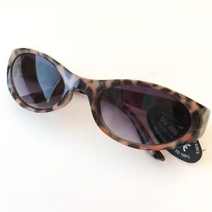 Accessories - NWT Cheetah printed sunglasses